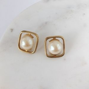 Vintage Pearl Stud Earrings w/Gld Trim